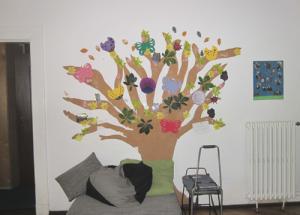 Baumbild an der Wand