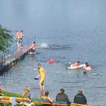 Menschen schwimmen